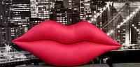 Подушка декоративная интерьерная Губы розовая