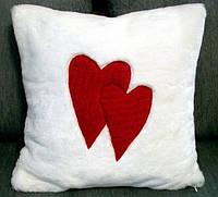 Подушка декоративная белая меховая с аппликацией Два сердца