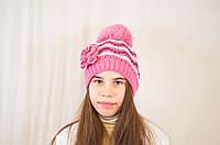 Яркая весенняя ажурная детская и подростковая шапочка с цветком. розовый с белым