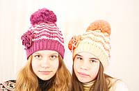Яркая весенняя ажурная детская и подростковая шапочка с цветком. сиреневый с белым