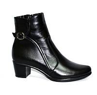 Женские кожаные демисезонные ботинки, декорированы ремешком, фото 1