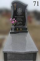 Пам'ятник сірий з чорною вставкою