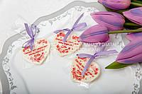 Яркие шоколадные сердца для гостей на свадьбе