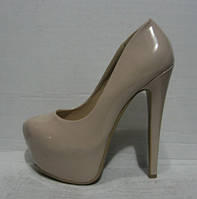 Туфли лаковые бежевые на каблуке Лабутен Louboutin