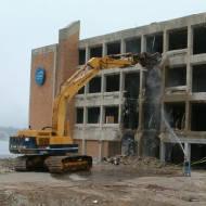 Снос строений, демонтаж кирпичных стен, демонтаж кирпичного дома