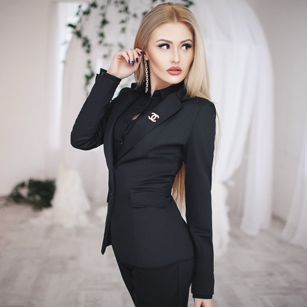 Костюм женский брюки и пиджак на пуговицах ― Черный