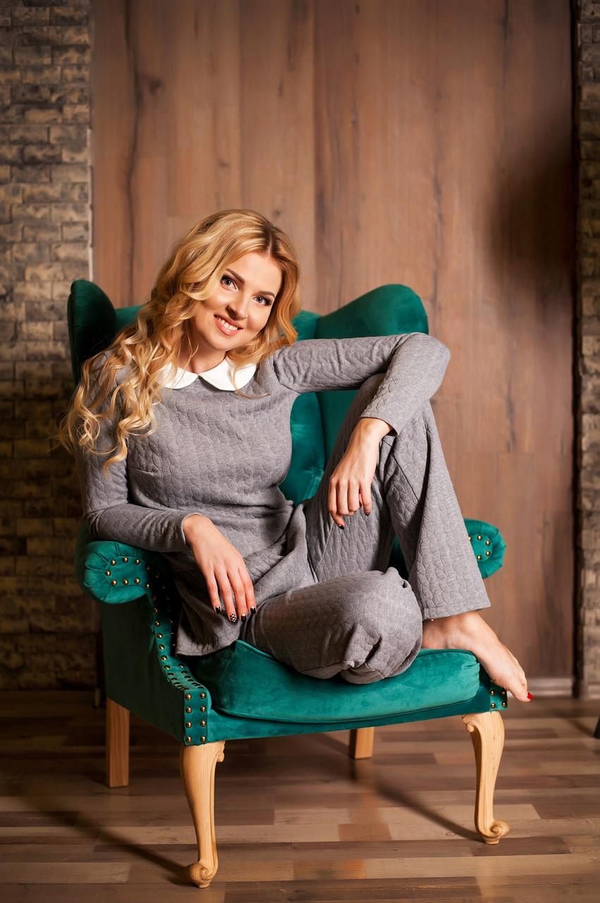 Костюм женский брюки и кофта с баской ― Серый