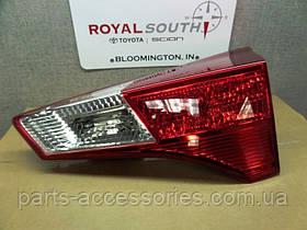 Задний правый фонарь в крышку багажника Toyota RAV4 2013-16 новый оригинальный