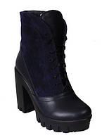 Женские ботинки на толстом каблуке и тракторной подошве из натуральной кожи и замша темно-синего цвета