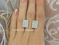 Блестящие серебряные серьги с камнями