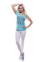 Женская футболка с надписями.