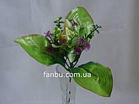 Искусственный зеленый букет с орхидеей и сиреневыми цветочками