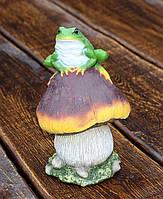 """Садова фігурка """"Жаба на грибі"""""""