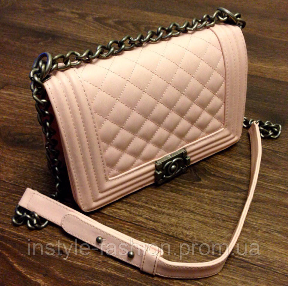 Розовая сумочка шанел бой