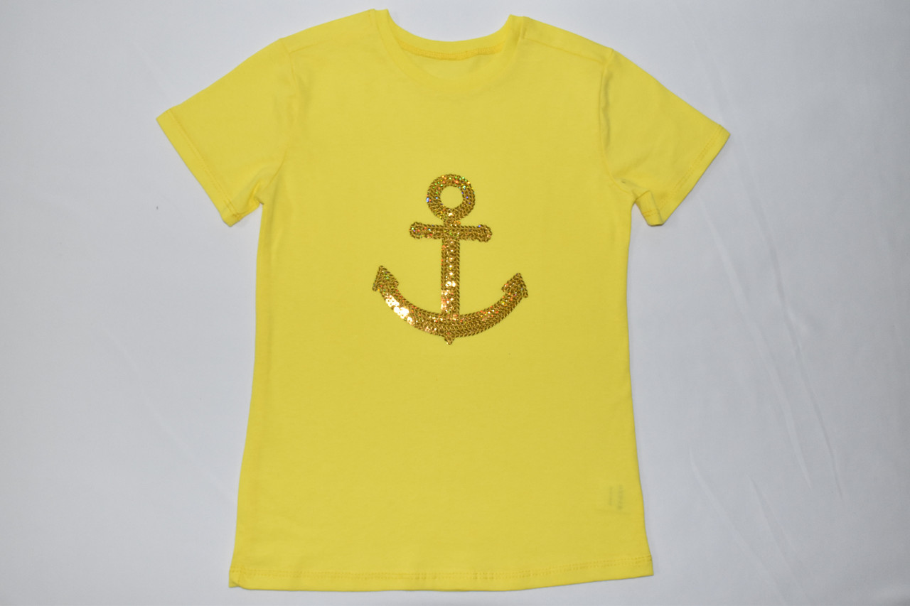 Желтая футболка с якорем