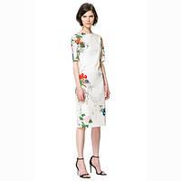 Платье белое с цветочным орнаментом