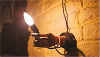 Настенный светильник из деревянной руки