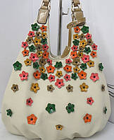 Красивая бежевая сумка с нашитыми цветами  Velina Fabbiano