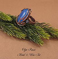 Кольцо металлическое (медное) с натуральным камнем (халцедон) и хрусталем. Серия «1001 ночь» Украшение на руку