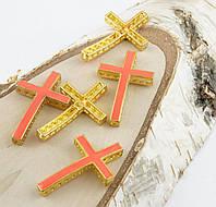 Подвеска елемент крест розовый 37х25мм