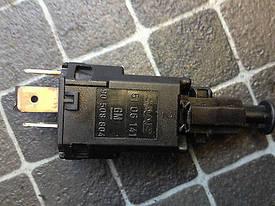 Датчик (включения выключения ламп) стоп-сигнала (тормозная лягушка) GM 1239449 1240017 9175185 9132300