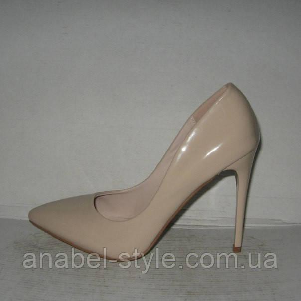 Туфли классические на шпильке бежевые