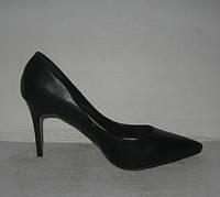 Туфли классические на шпильке чёрные