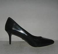 Туфли лодочки чёрные на низкой шпильке