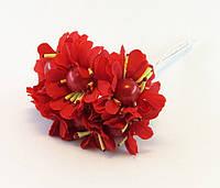Искусственные цветы с жемчужиной