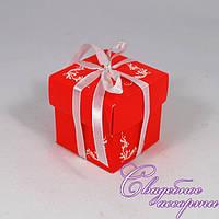 Бонбоньерка для конфет красного цвета