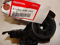 Сайлентблок задний правый переднего рычага HONDA CR-V III 51395-SWA-E02