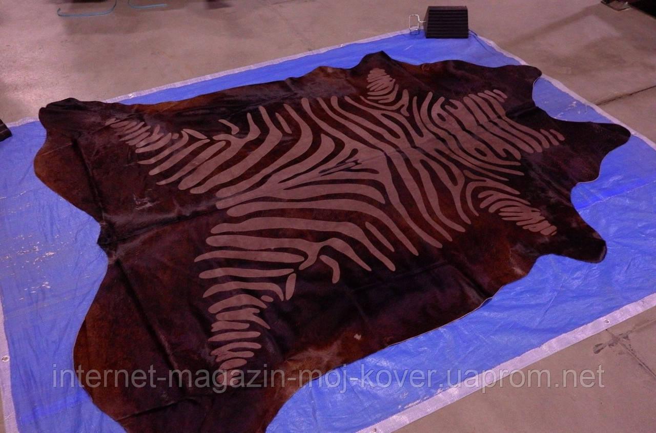 Блестящая, стриженная коричневая однотонная шкура с узором под зебру