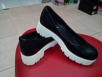 Туфли кожаные черные на белой платформе Sofis.