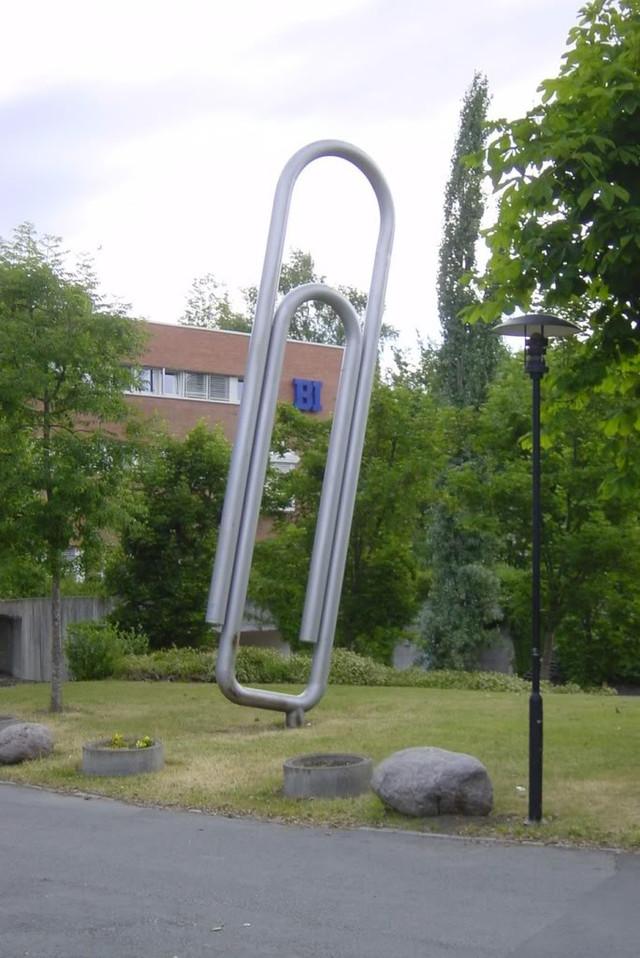pamiatnik-skrepke-v-norvegii