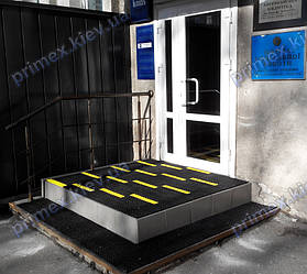 Установка грязезащитного покрытия на крыльцо входной группы Киево Могилянская Бизнес Школа
