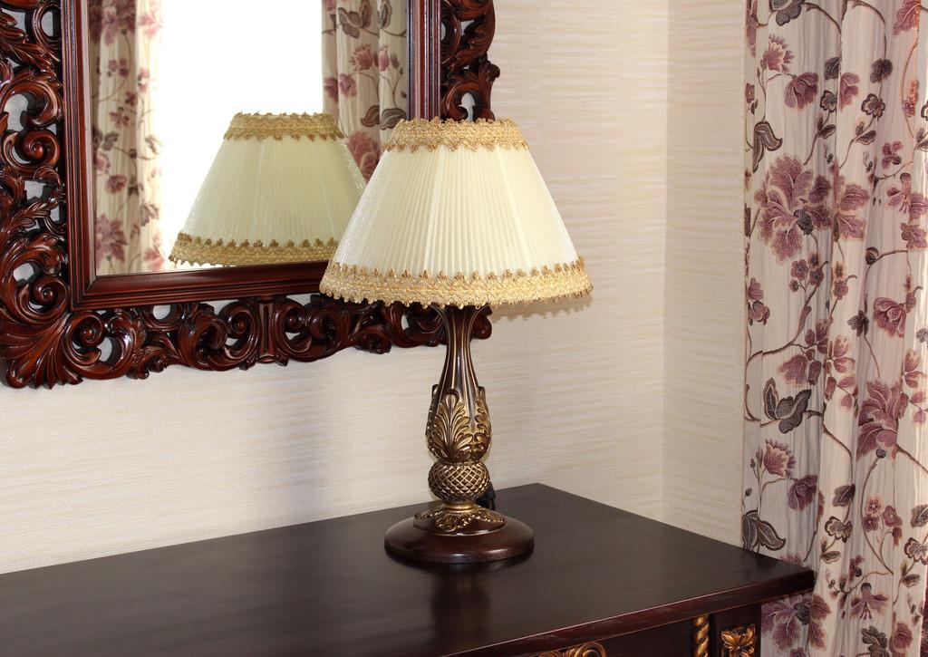 настольный светильник в прихожую, гостинную