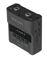 Портативный рекордер Tascam DR-10CS
