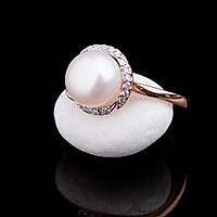 Женское золотое кольцо с жемчугом и фианитами