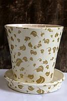 Горшок для цветов белый с золотом.