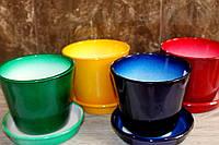 Яркие керамические горшки из керамики.