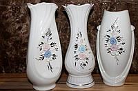 Фарфоровая белая ваза фигурная
