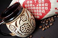 Керамическая чашка с цветочками
