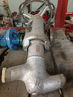 АРМАТУРА ПАРОВЫХ КОТЛОВ К арматуре паровых котлов относятся паровой запорный вентиль, предохранительные клапан