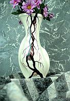 Красивая ваза белая с черным