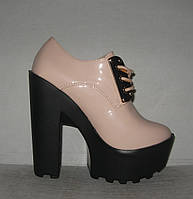 Ботильоны стильные со шнуровкой на каблуке лаковые
