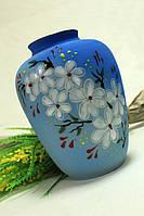 Керамическая голубая ваза с цветочками в японском стиле