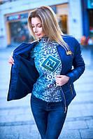 Женская весенняя курточка без воротника с металлической застежкой