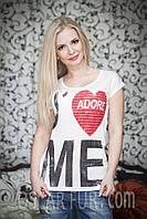 Женская белая футболка с рисунком и надписью