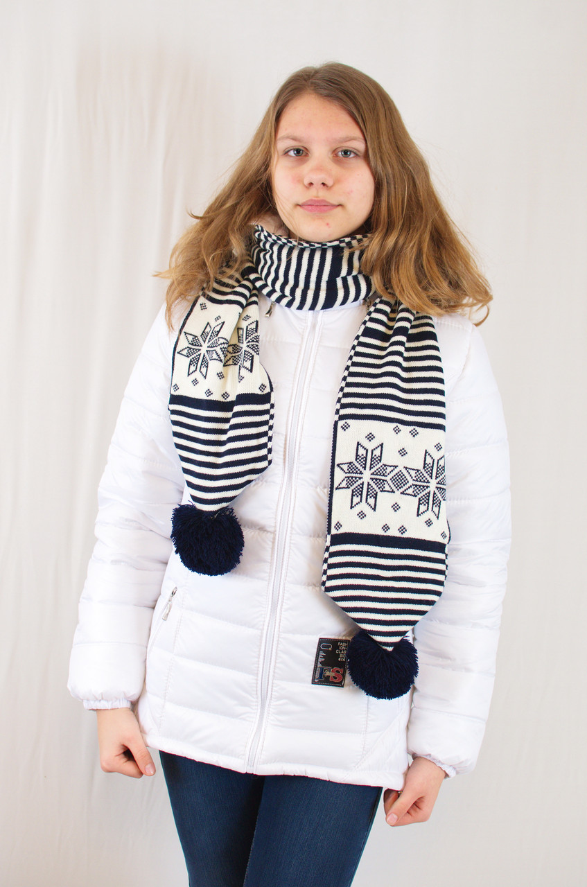 Красивый оригинальный теплый вязаный шарфик с узором снежинок.