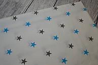 Лоскут ткани №127а белого цвета со звёздами  серого и бирюзового цвета